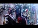 Мать и дочь в США устроили перестрелку с преступником решившим ограбить их магазин