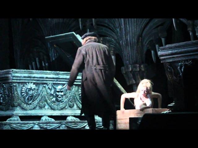 Сцена в склепе из мюзикла
