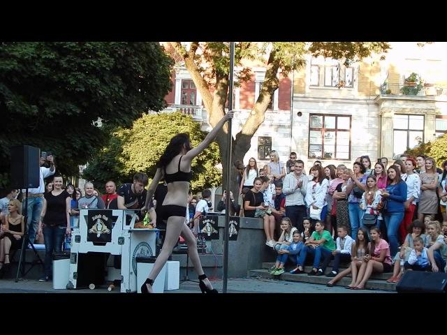 Ганебні танці або стриптиз у центрі Львова (18 )