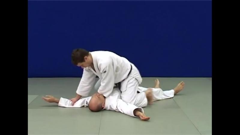 Нами-джуджи-джимэ — Удушение спереди скрещивая руки (ладони вниз)