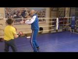 Для боксера-левши - простая комбинация передней рукой