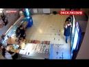 Охранник магазина отнял у дебошира пистолет и поставил его в угол