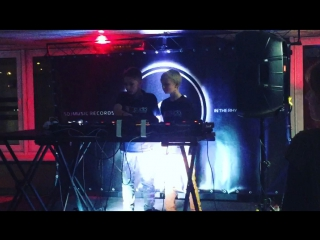 Вот такие мальчики играли около бара на Top Global DJs 2017 в Минске
