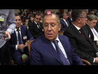 Электрошокер подарят Лаврову, чтобы отбиваться от журналистов