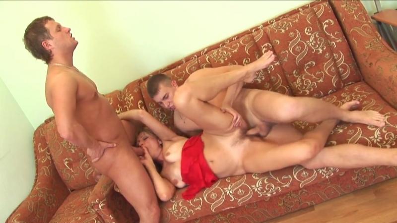 мама захотела подрачить сыну порнуха