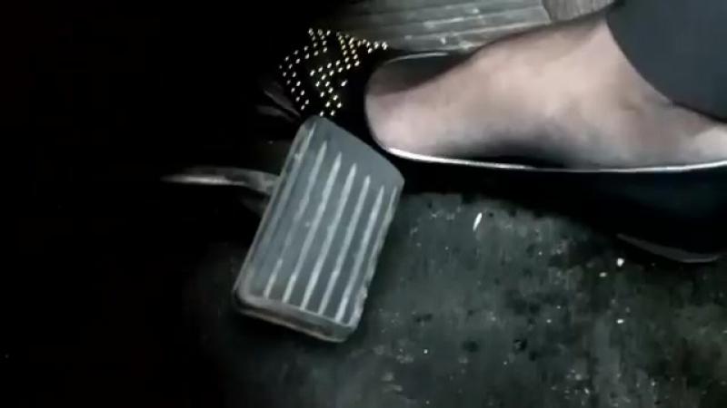 Coming home car quits Sexy сексуальные эротические ноги стопы обувь колготки девочки мамаши школьницы студентки молодые