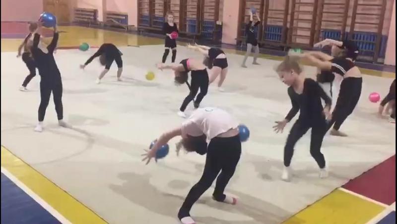 Художественная гимнастика. Школа 144. Тренер Кручинина Ольга