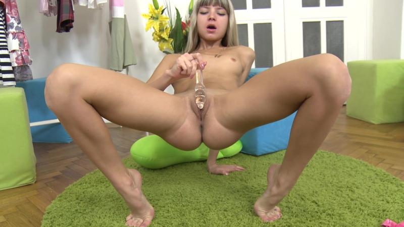 Amateurs having sex outdoors