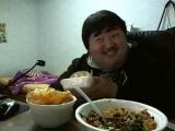 Кореец ест и сме тся. (360p).mp4