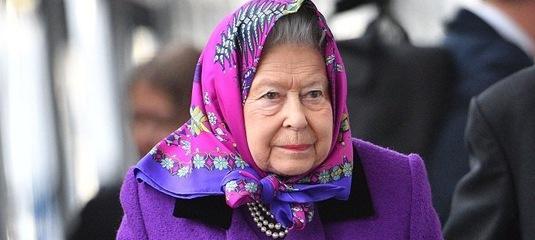 Елизавета II уволила поставщика нижнего белья 179240a43eb
