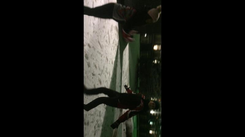 Две сестры танцуют таа-та-та