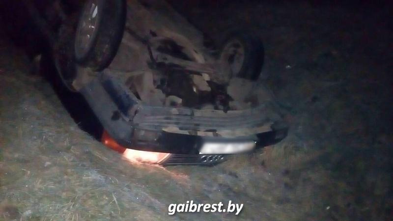 В Кобринском районе опасный маневр закончился аварией. Двое пострадавших госпитализированы