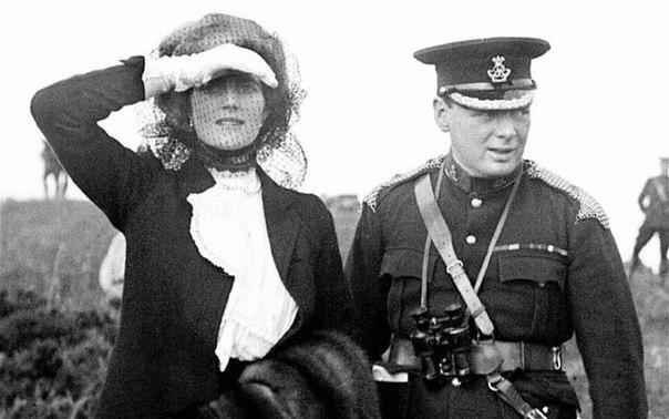 Уинстон Черчилль с супругой Клементиной, 1910 г.