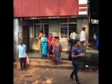 Колоритные индусы на Басс стейшен в Анколе