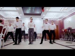 Оригинальное поздравление-подарок от друзей на свадьбу (Песня и танец)