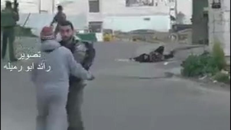 À tous ceux qui se posent encore des questions sur la nature de l'état raciste de Israel? qu'Ils regardent donc cette vidéo. Y