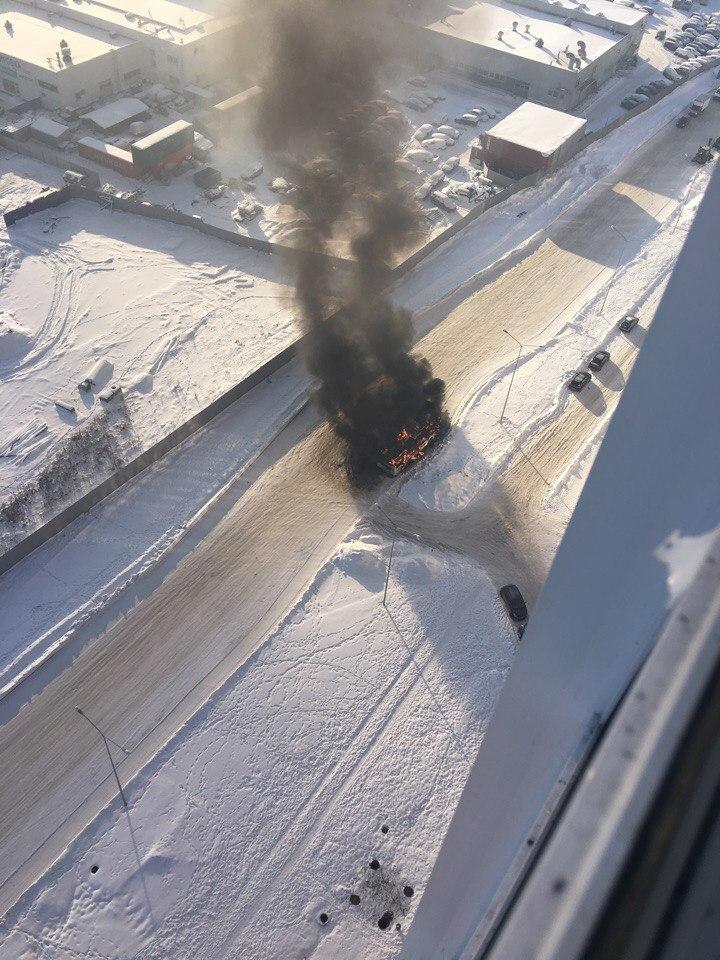 Пассажирский автобус сгорел под Петербургом. Видео | Изображение 1