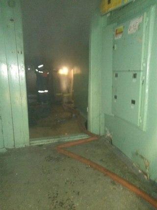 В Усть-Илимске при пожаре погиб хозяин захламленной квартиры