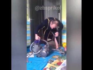 Когда мужик решил сделать уборку, а ПЫЛЕСОС не заводится.