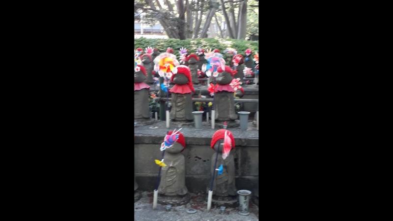 Статуи Дзидзо у храма Дзодзё дзи Май 2017