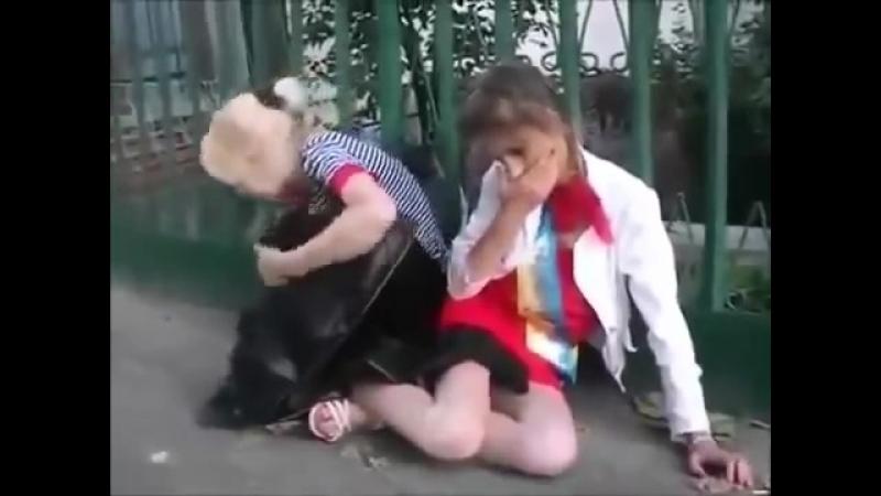 Украинские школьницы на выпускном.