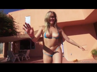 Mia malkova (миа малкова) с подругой у бассейна