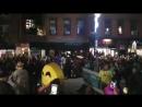 Парад в честь Хэллоуина в Нью-Йорке