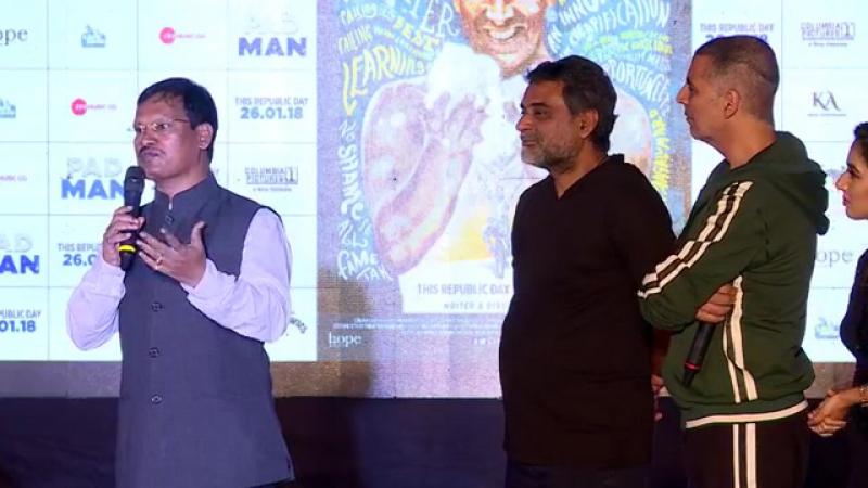 Акшай продвигает фильм PadMan на IIT Bombay Mood Indigo.