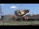 Как гусеничные трактора заезжают на платформы вагонов! Crawler tractors.
