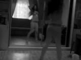 Прикольно танцует