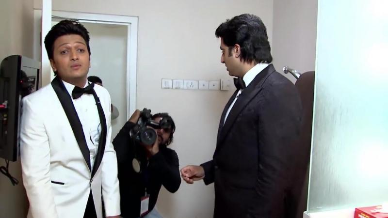 Абхишек и Ритеш зашли в комнату Акшая. Zee Cine Awards 2014