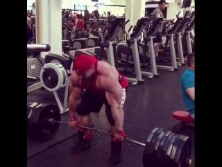 Люк Сэндо, тяга 363 кг на 3 раза