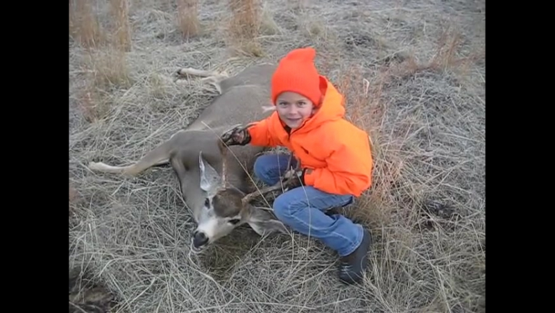 deer hunting with dad Deer hunting i am literate when it comes to deer hunting, from food that deer prefer to visit, to the type of cover they favor, all the way to how they use the wind to their advantage while traveling from destinations.