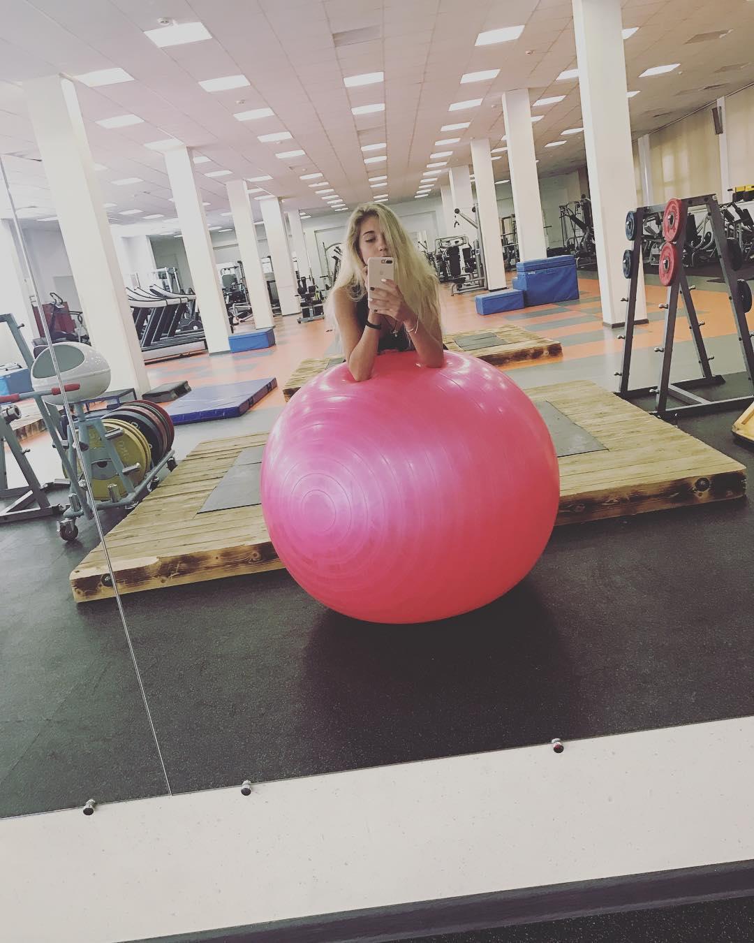Розовый мяч Новогорска & Индивидуальный чемодан фигуриста - Страница 3 IXr3GJREdZ4