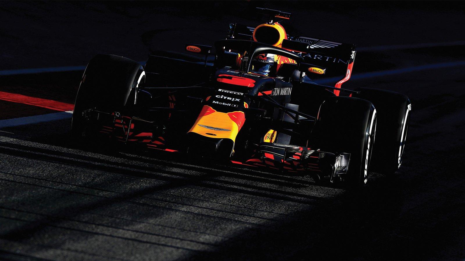 Даниэль Риккардо за рулём Red Bull на предсезонных тестах Формулы-1 в Барселоне