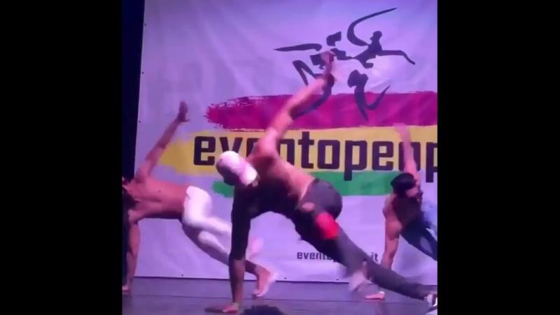 Cuban flex