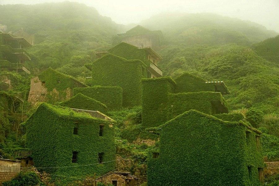 Природа поглатившая китайскую рыбацкую деревню. (14 фото)
