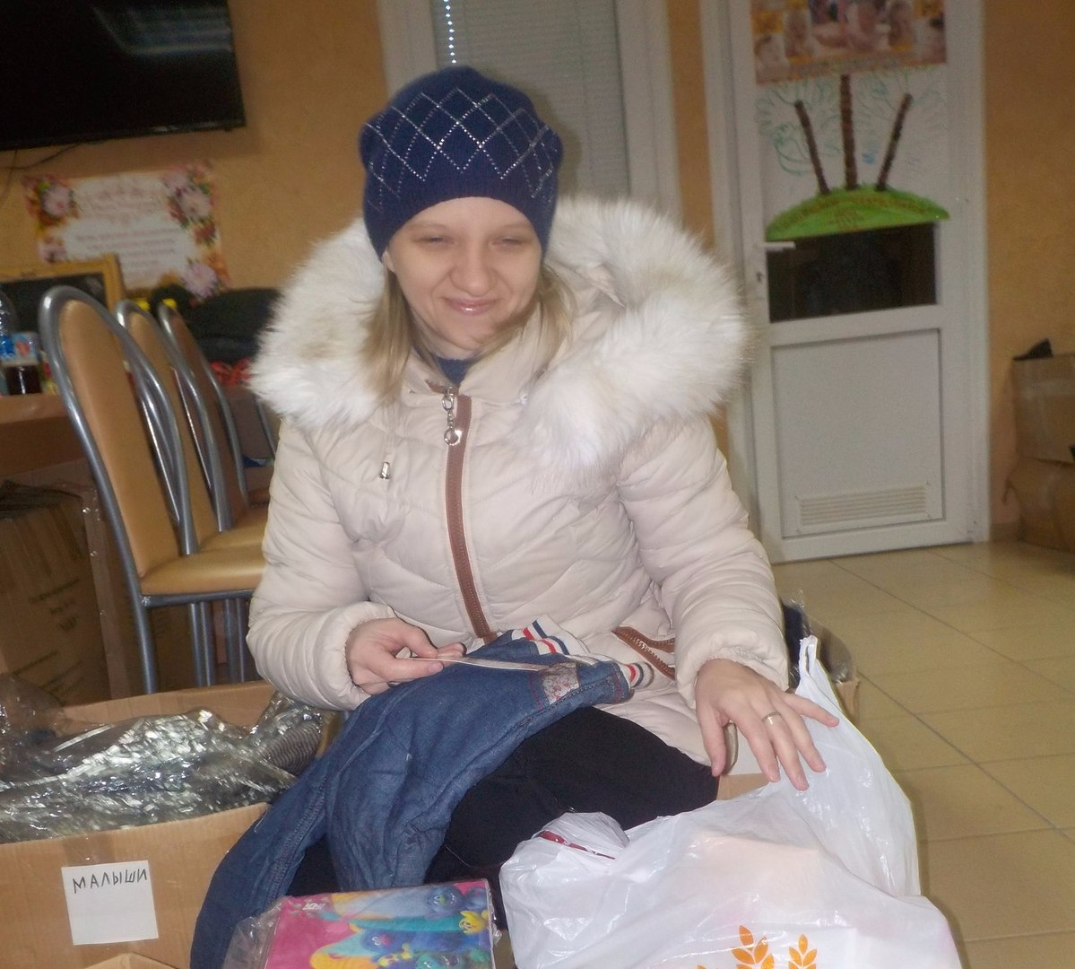 Благотворители передали 100 штук новых теплых кофточек и штанишек на деток разных возрастов.