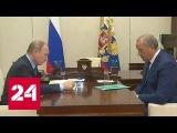 Владимир Путин вручил зеленую папку врио губернатора Саратовской области