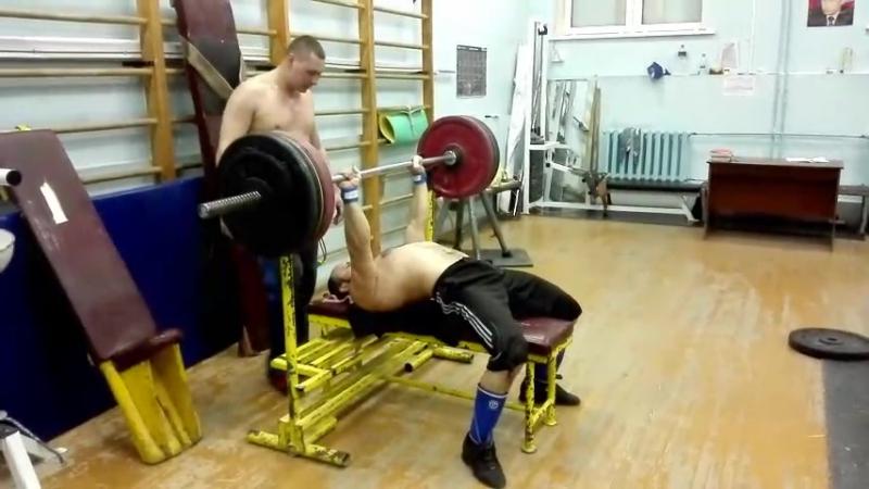 Виталий Деньгин жим лежа 140 кг на раз с в 80 кг ИГМА