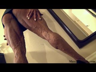 tina_zampa_massive_veiny_legshow1