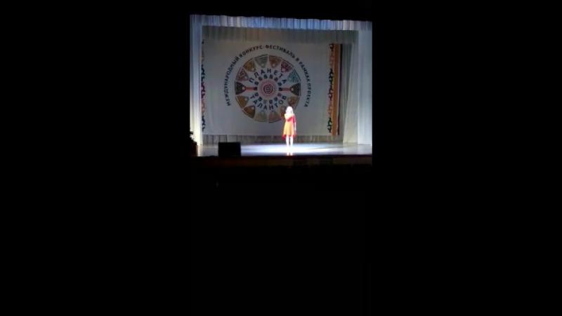 Принимала участие в вокальном конкурсе Планета талантов