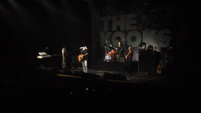 The Kooks she moves in her own way 5.11.17 spb A2
