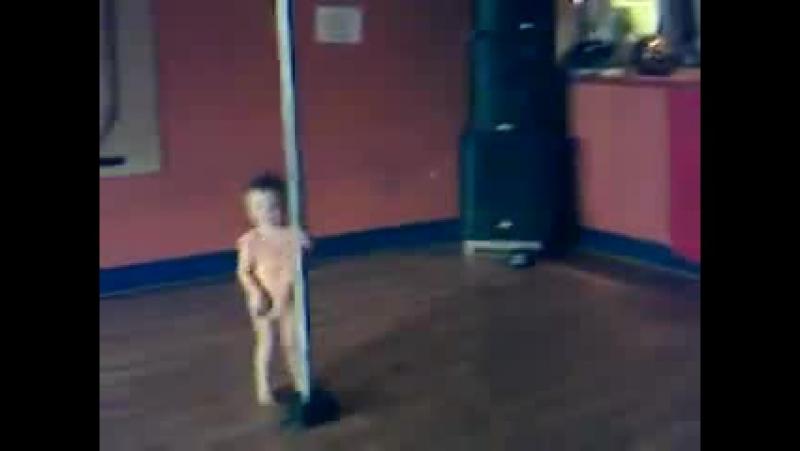 3 years old girl profi streaptease dancing