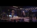 парни танцуют