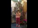 Дочка Ангелина поёт  песню