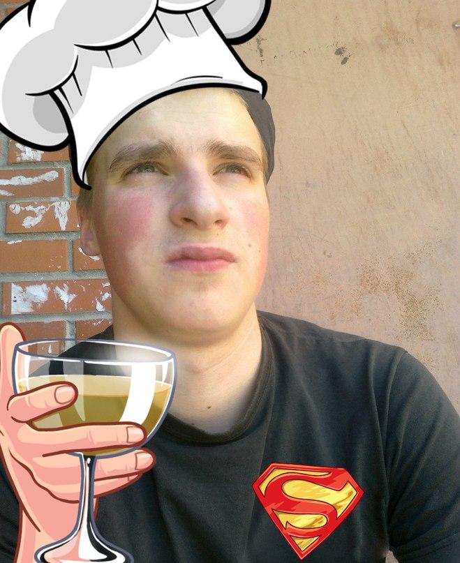 Продолжаем знакомить вас с командой ресторана🍴 Наш сегодняшний герой — повар Василий!  «Мой старший брат работал в японском ресторане. Как-то раз мне захотелос