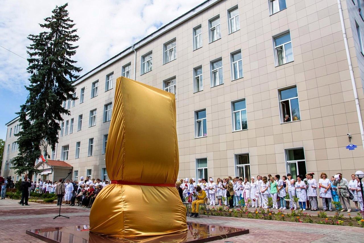 ВКалуге открыли 1-ый в РФ монумент фронтовому хирургу