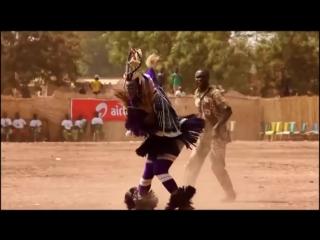 А когда на море качка! Прикольный танец папуаса_ Танцуют все!!! (720p)