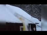 Оригинальный скребок для уборки снега с крыши дома или бани